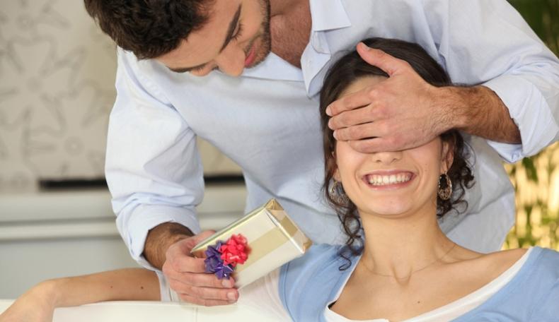 Советы для мужчин по выбору подарка на 8 марта
