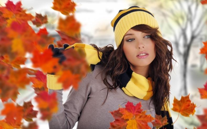 стильная девушка осенью