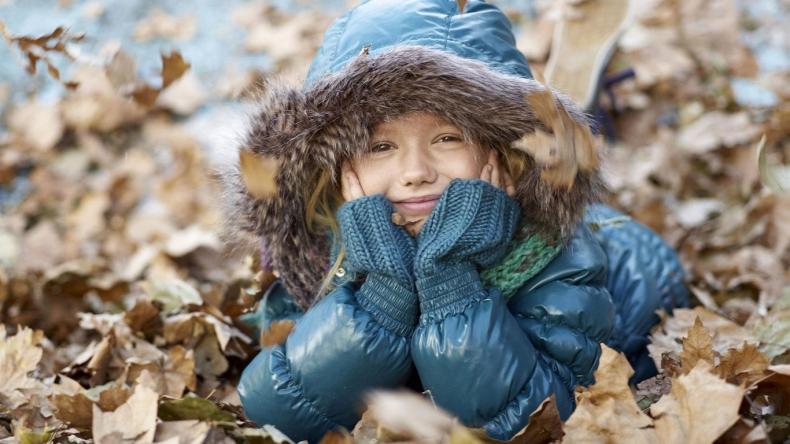 Девочка осенью одежда