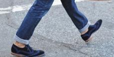 Подворачивать джинсы стало модно